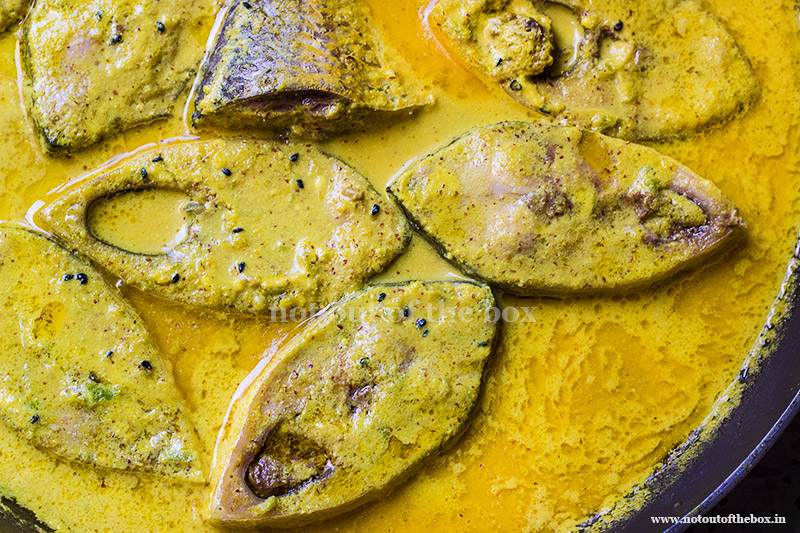 Doi Ilish Bhapa/Steamed Hilsa in Mustard-Yogurt Gravy